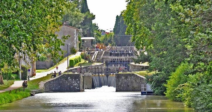 Image Le canal du Midi et les écluses de Fonséranes