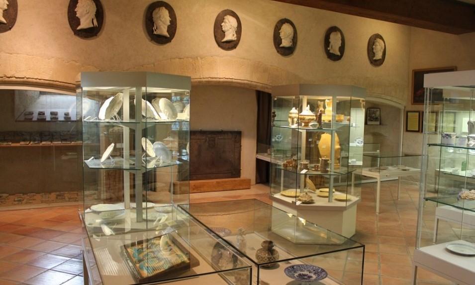 Image Musée départemental des faïences de La Tour-d'Aigues
